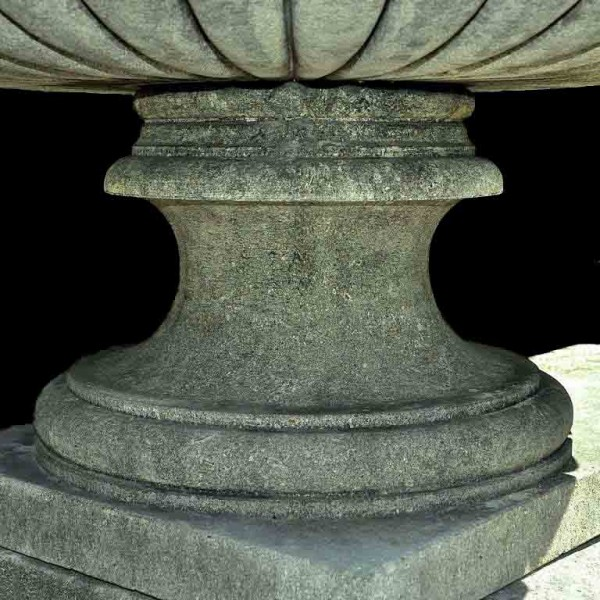 large_italian_urn_socle_l