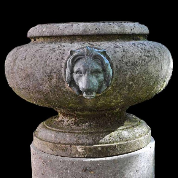 lion_head_urn_and_pedestal_urn_l