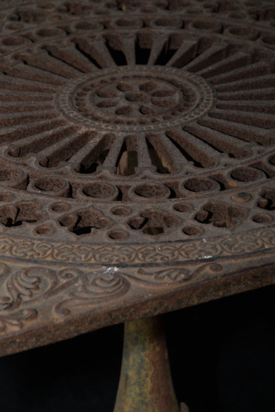 A7-Cast-iron-garden-table-2